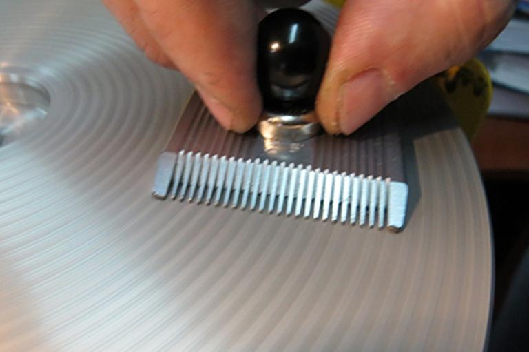 Профессиональный станок для заточки парикмахерских машинок в Москве